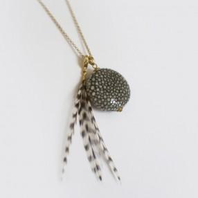 sautoir perle de galuchat gris
